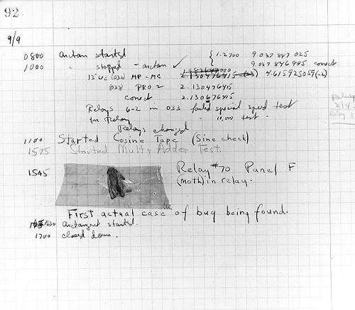 """یکی از اولین برنامه نویسان دستگاه مارک 1 خانم گریس هاپر """"Grace Hopper"""" بود که اولین باگ کامپیوتری را در مارک 1 کشف کرد"""